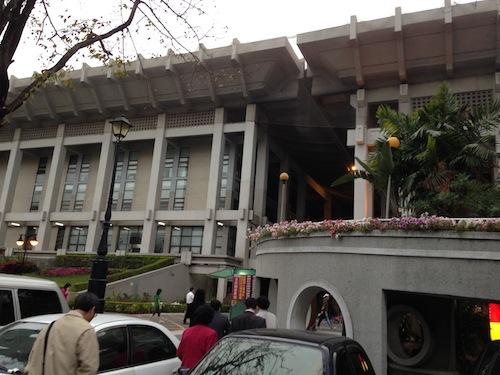 2013 02 28 17.49.42 神韻藝術團在高雄市立文化中心的第一場演出 期待已久的2013演出